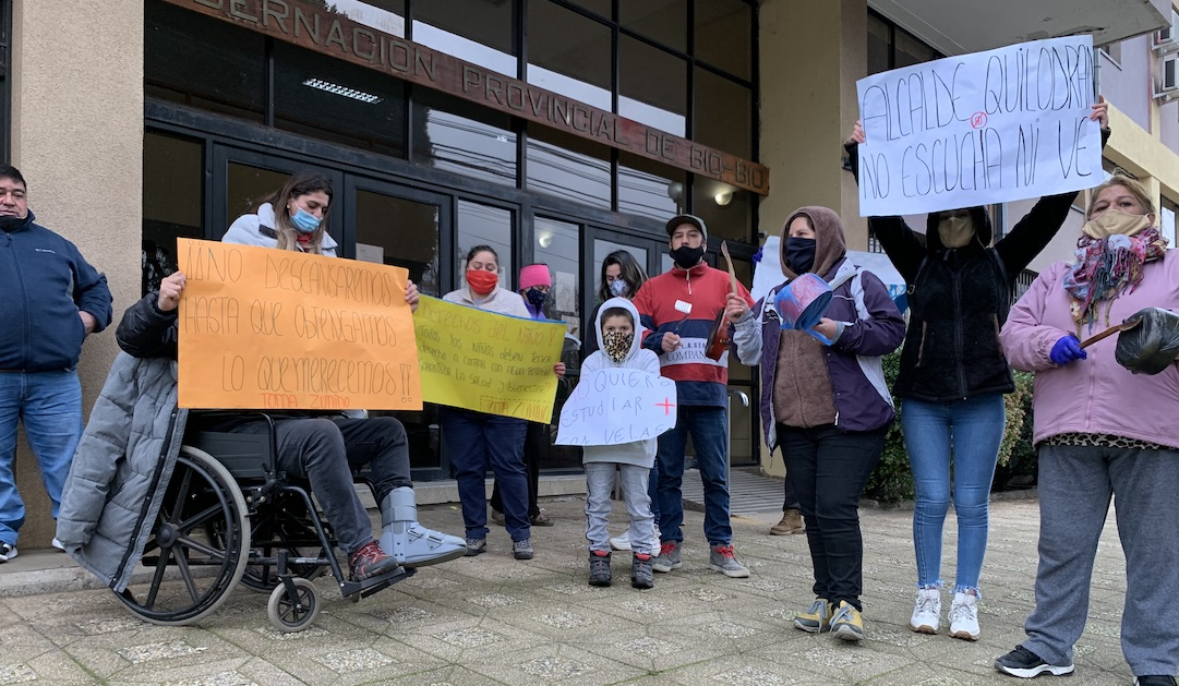 Vecinos de la toma Zunino de Quilleco se manifestaron para exigir luz y agua