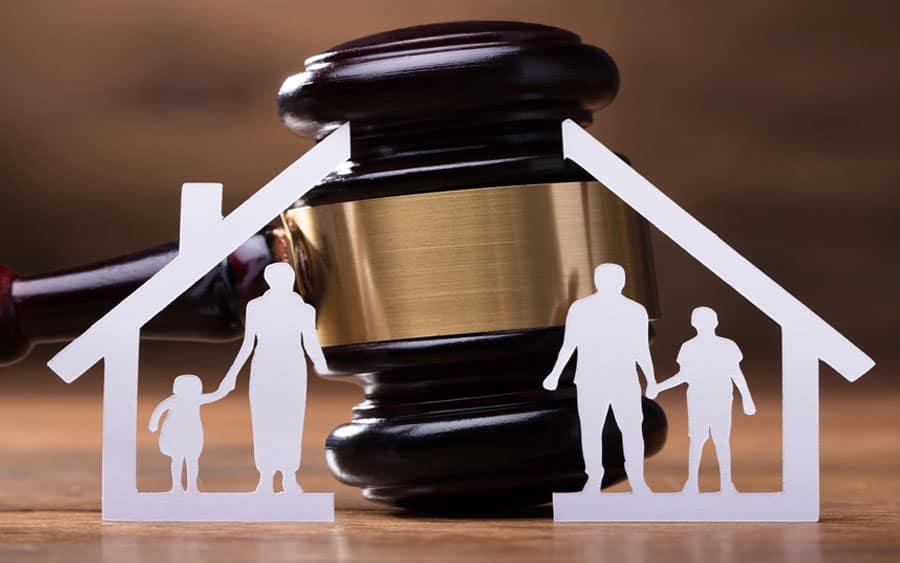 Mujer denuncia que su ex repactó deuda alimenticia en 548 cuotas de $20 mil