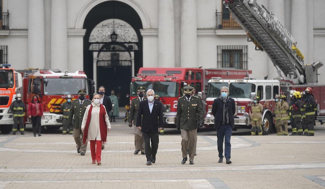 Promulgan ley que endurece sanciones a quienes agredan a bomberos durante su labor