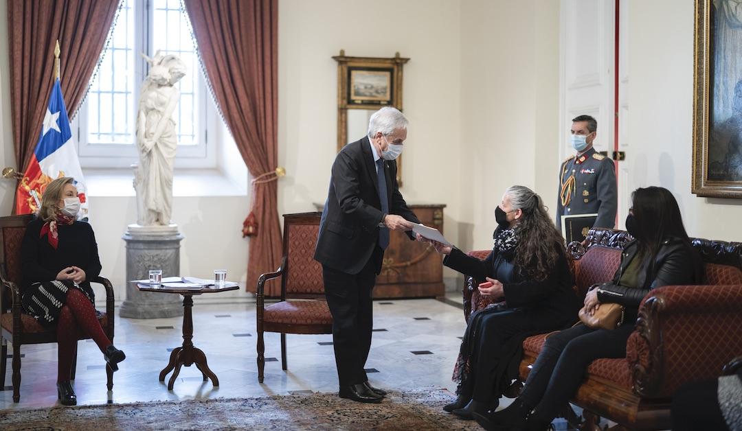Covid: Presidente entrega pensión de gracia a familias de «Héroes de la Patria»