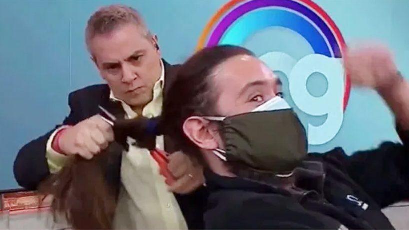 Camarógrafo afectado por corte de pelo demandó a Viñuela por $100 millones