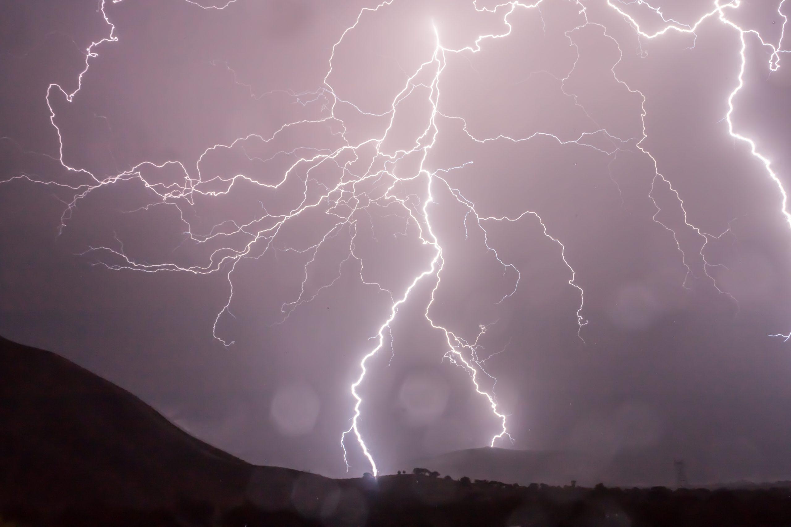 Lluvia, viento y tormentas eléctricas afectaran desde El Maule a La Araucanía