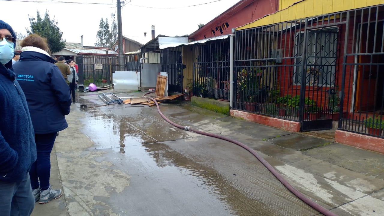Vivienda queda parcialmente siniestrada tras incendio en Los Ángeles