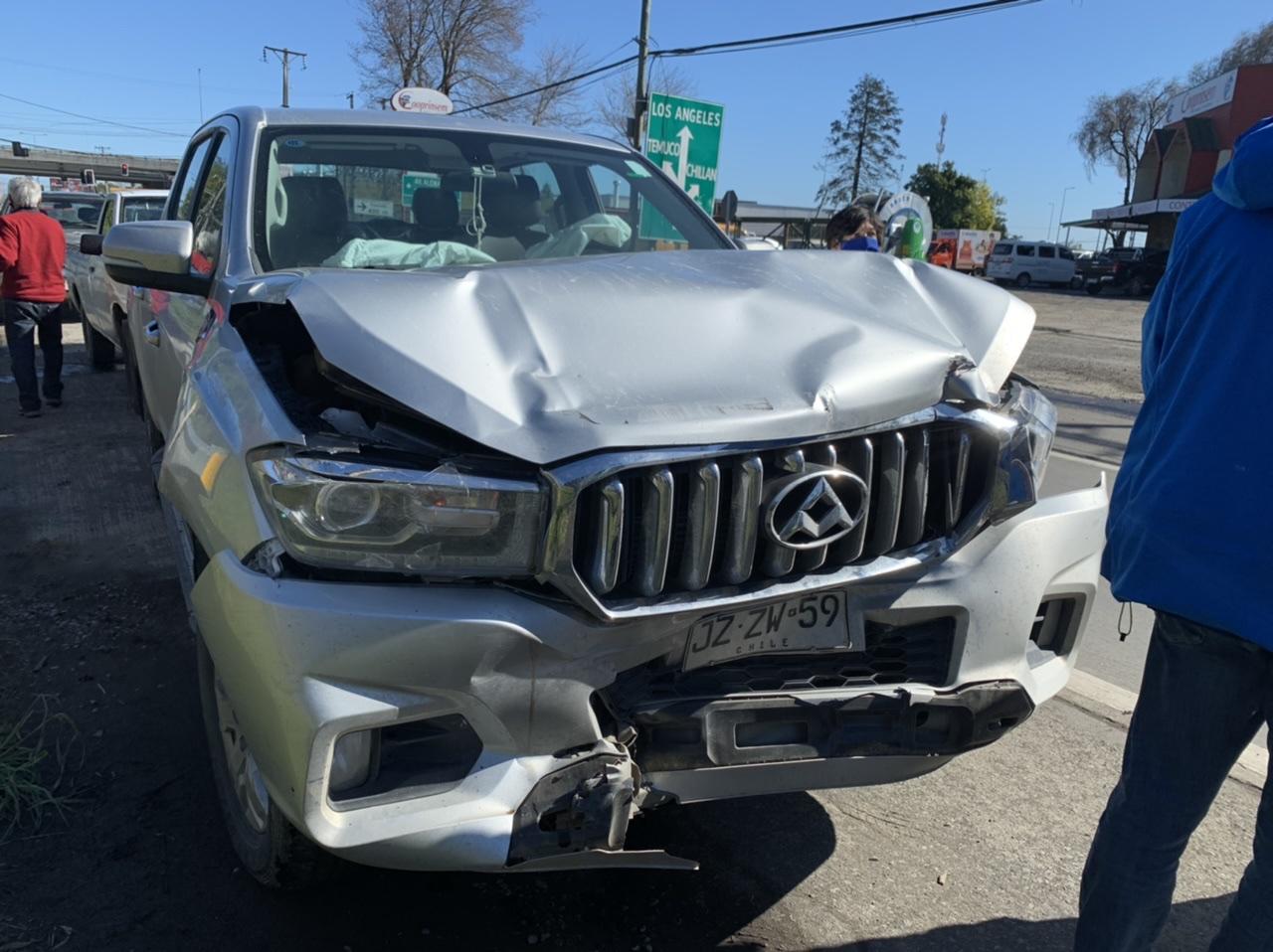 Automóviles protagonizan triple colisión en Los Ángeles