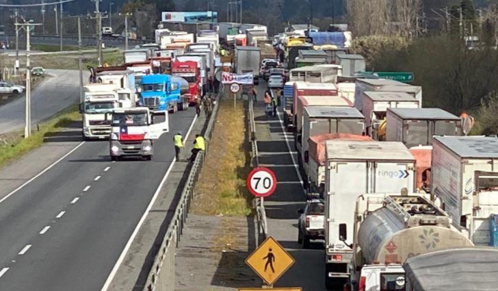 «No hay soluciones concretas»: Camioneros viven segunda jornada de paro nacional