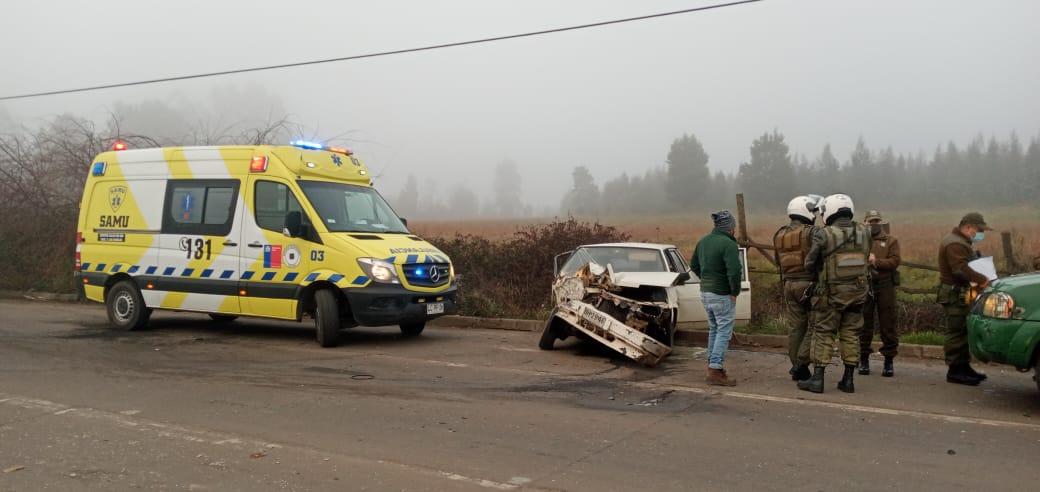 Conductor resulta herido tras colisionar con camión en Los Ángeles