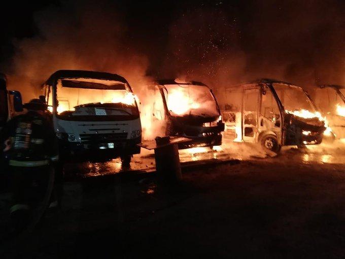 Incendio afectó 9 máquinas de terminal de buses en Antofagasta