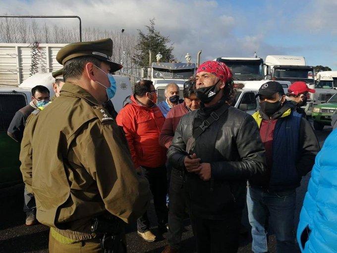 Camioneros cortan Ruta 5 y amenazan con paro por violencia en La Araucanía