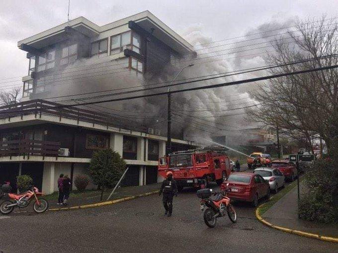 Incendio consume edificio de 5 pisos en Valdivia