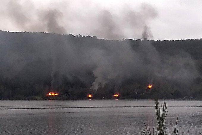 Joven tuvo que evacuar en bote mientras le quemaban la casa en lago Lanalhue