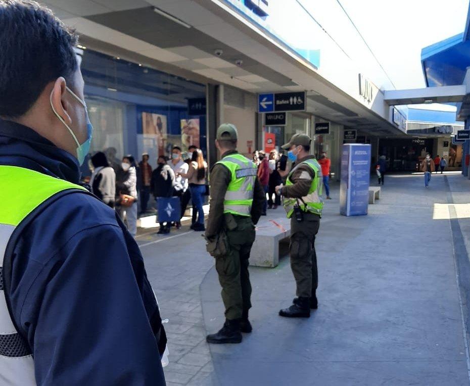 Abren sumario sanitario contra Outlet de San Pedro por aglomeración de gente