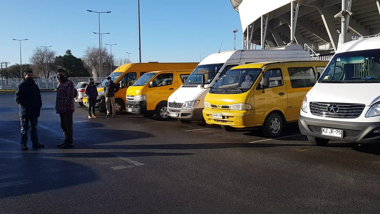 Transportistas escolares se suman a la entrega de cajas  Alimentos para Chile en Concepción
