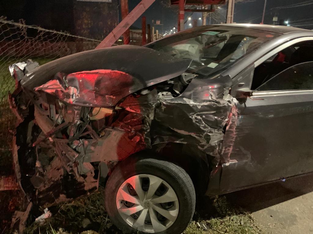 Triple colisión en Los Ángeles: Madre embarazada y dos niños en uno de los autos