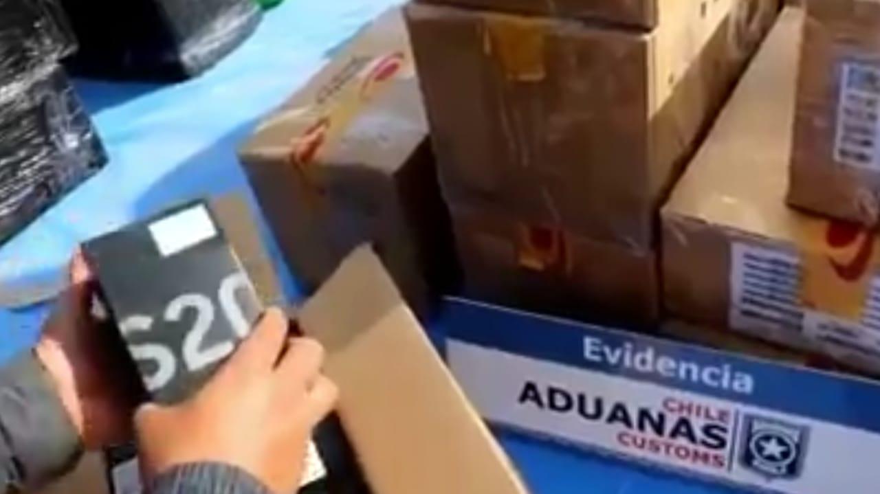 Interceptan millonario cargamento de celulares y ropa interior que salía de Chile