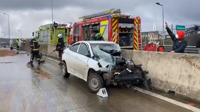 Conductor sale eyectado de su auto en triple colisión ocurrida en Puerto Montt