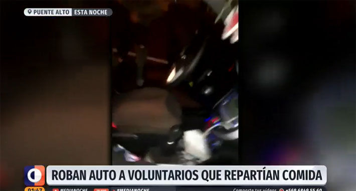 Voluntarias que repartían comida en la calle registraron violento robo de su auto en vivo
