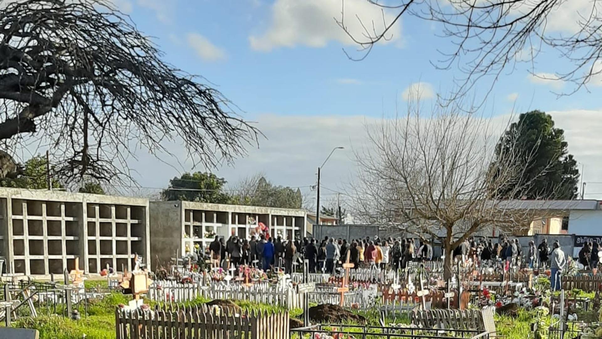 Denuncian masivos funerales en Cementerio de Los Ángeles: Uno era Covid