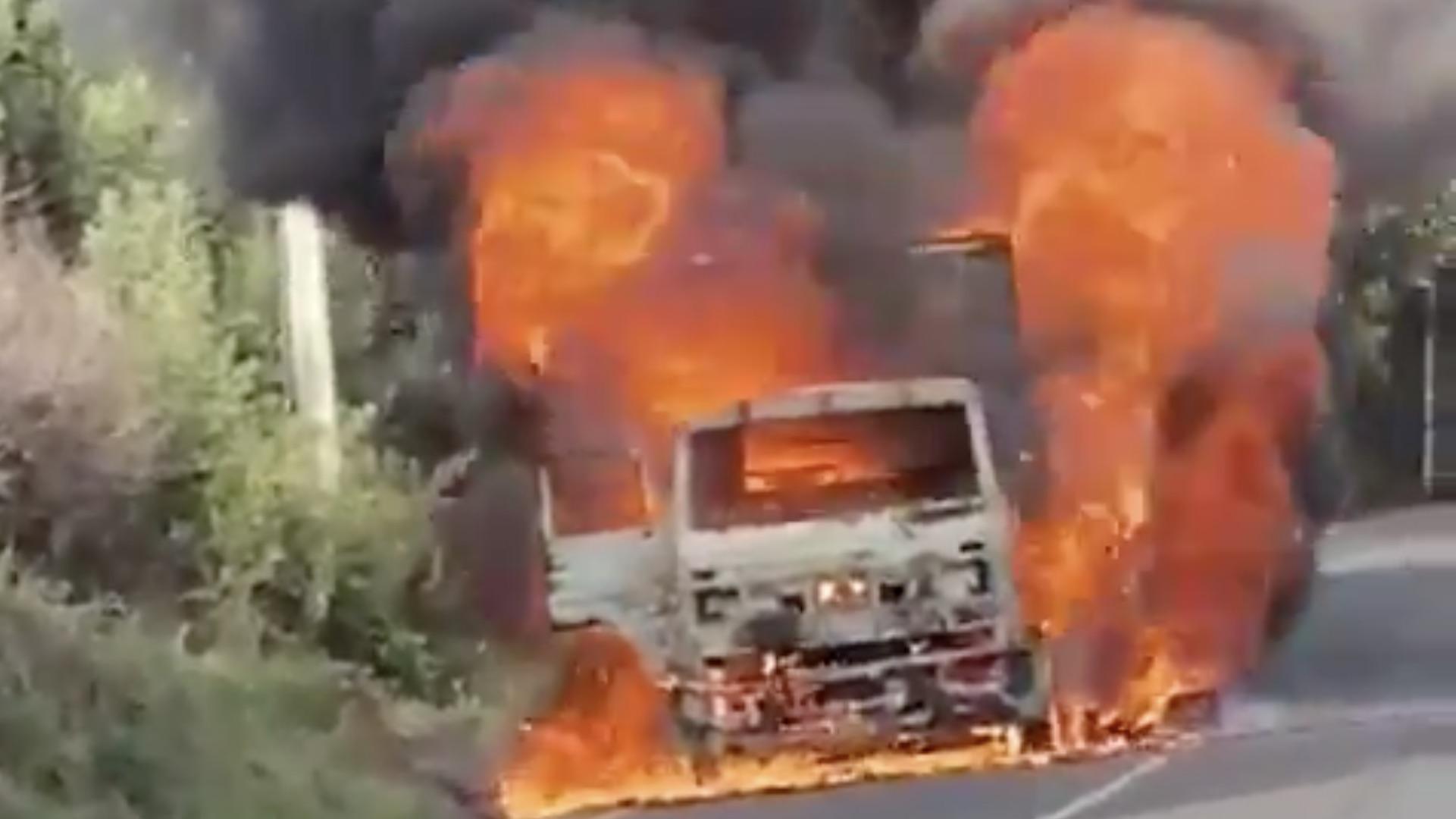 Incendian camión en ruta Tirúa-Cañete