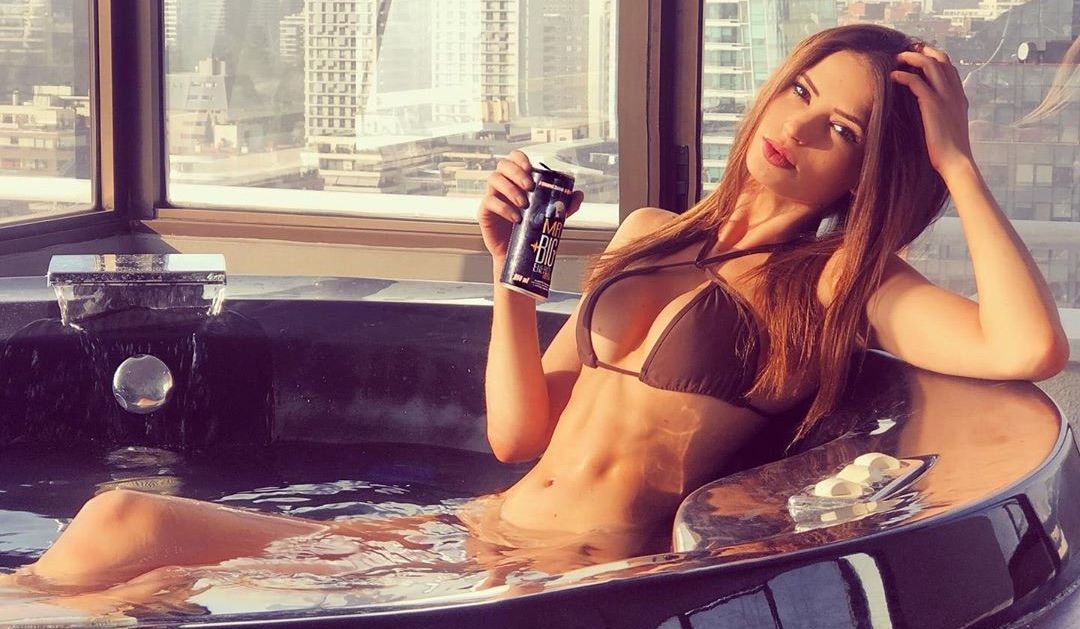 Julia Fernández cautiva con sensuales fotos en «momentos bikini»