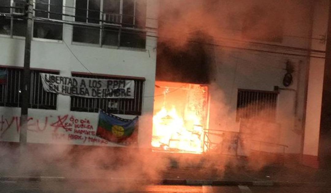 La noche más violenta: Municipio de Traiguén termina incendiado en La Araucanía