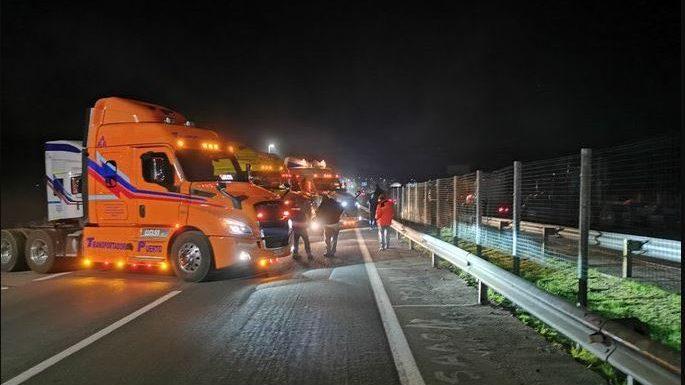 «Es indefinido»: Camioneros dan inicio a paro nacional con caravanas y cortes de ruta