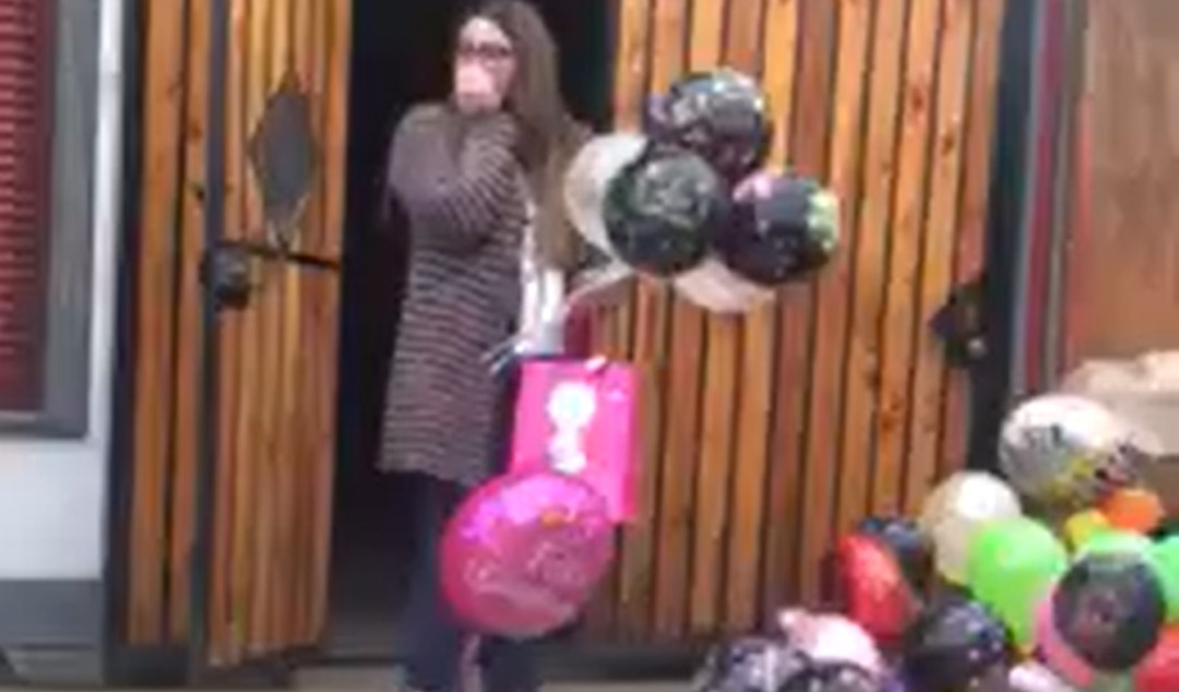 Video: Profesora de Lebu recibe sorpresa de cumpleaños de sus alumnos
