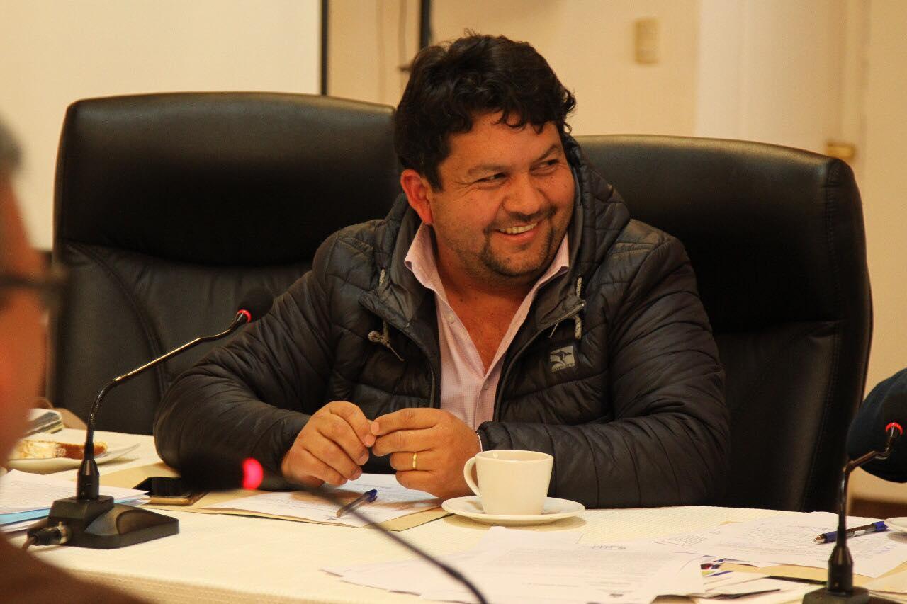 Formalizan a concejal UDI que compró maquinaria agrícola robada
