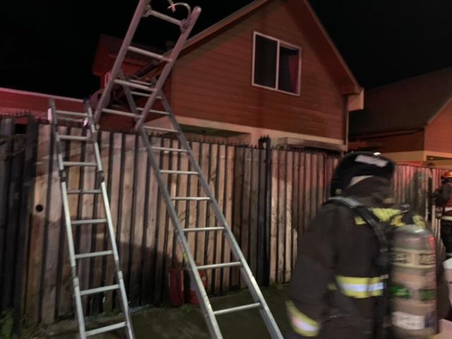 Familia dejó la estufa prendida y se les quemó la casa en Los Ángeles