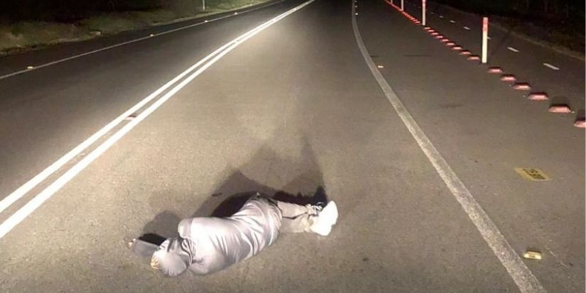 Peatón se quedó dormido en la ruta: fue ayudado y luego detenido por Carabineros