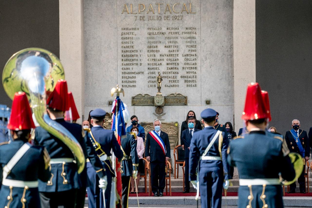 El nuevo «error histórico» de Piñera en plena ceremonia de las Glorias del Ejército