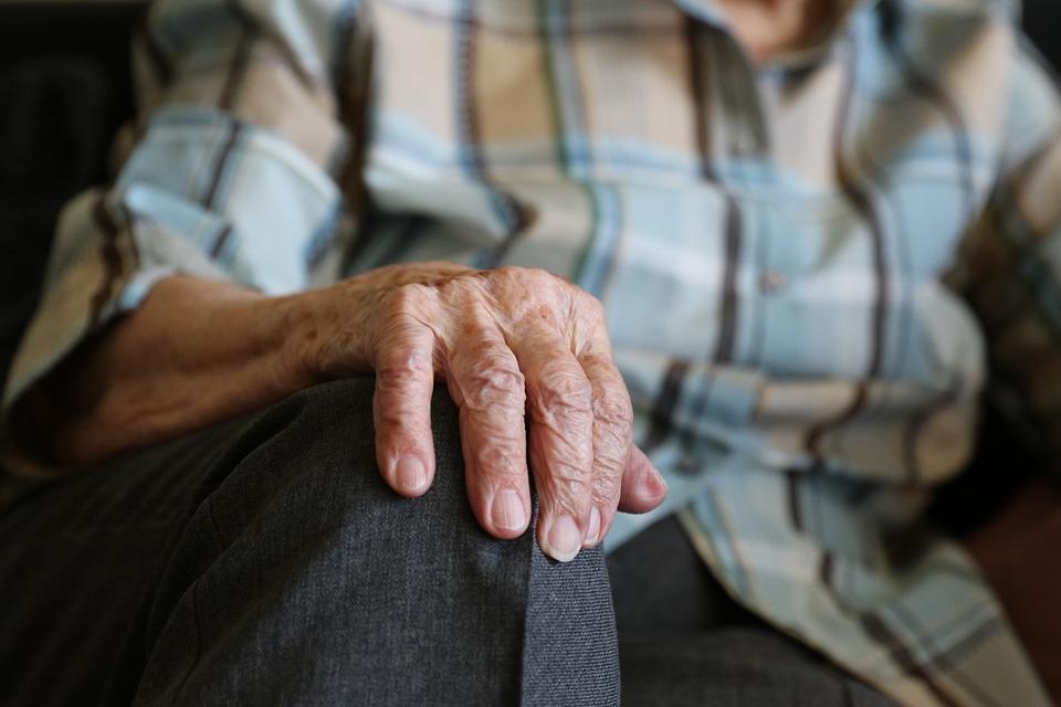 Sobrino tenía a anciana encerrada en bodega y rodeada de heces