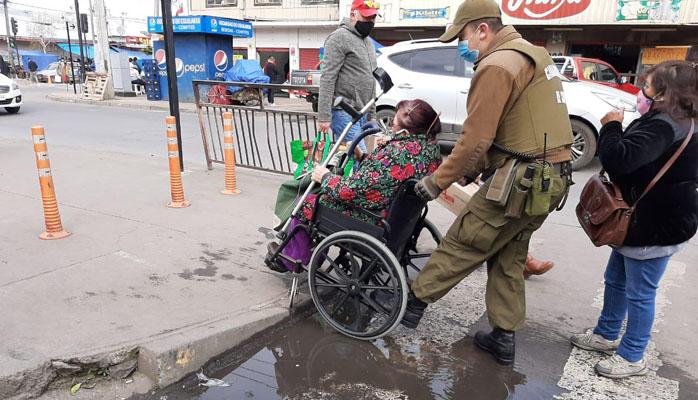'Veredas mal hechas y peligrosas': personas con discapacidad enfrentan complejo panorama en Los Ángeles