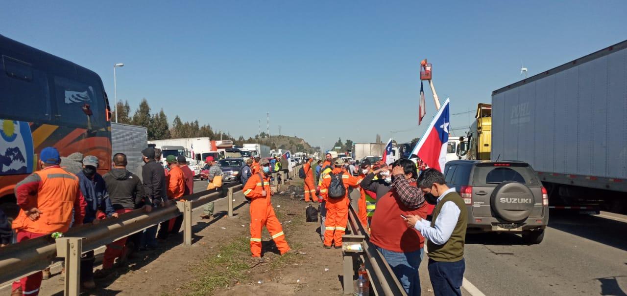 Camioneros anuncian fin del paro tras acuerdo con el Gobierno