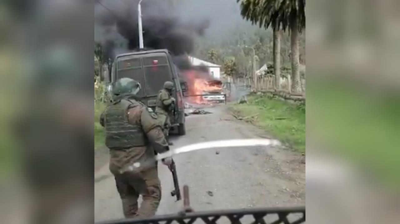 Dos vehículos policiales quemados deja operativo de Carabineros en Contulmo