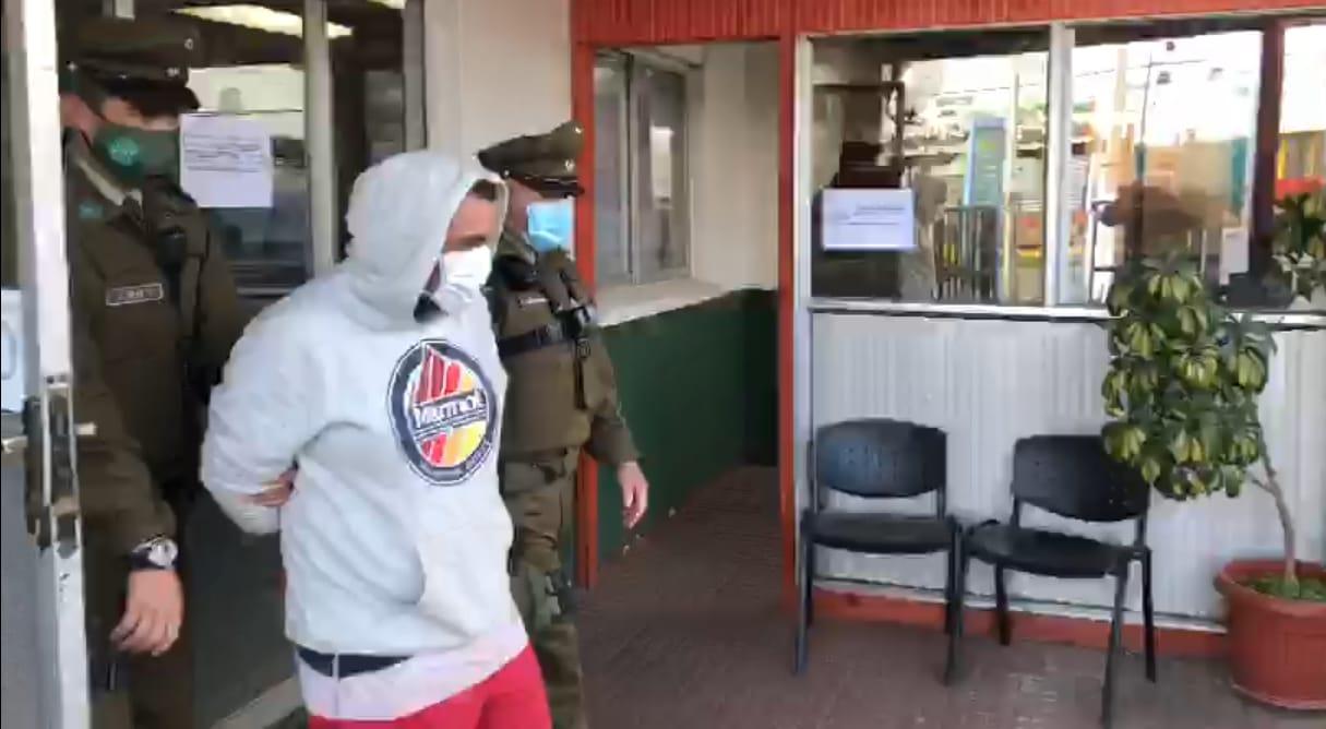 Carabinero salvó de milagro tras ser arrastrado 30 metros por conductor en Los Álamos