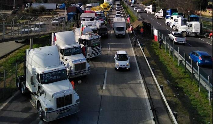 Desabastecimiento y toneladas de productos detenidos: camioneros viven jornada clave