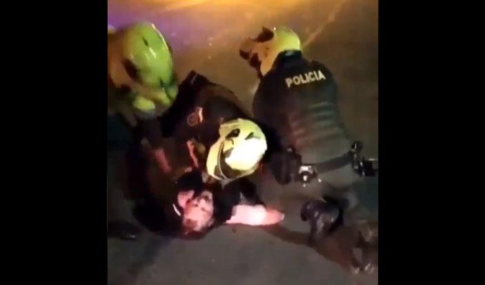 «No más por favor»: muerte de hombre a manos de la policía desata el caos en Colombia