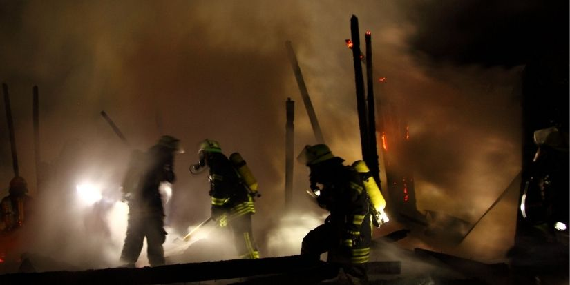 Dos adultos mueren en incendio que afectó a vivienda de Tomé