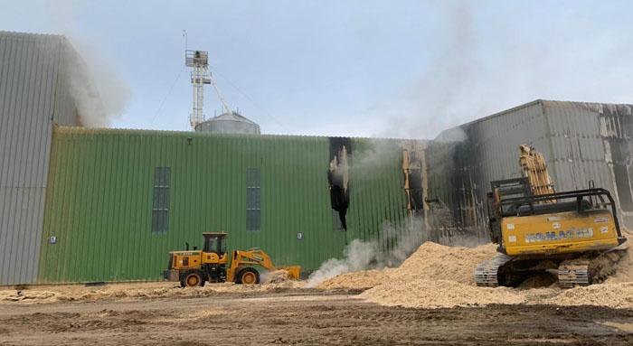Incendio afecta a planta de pellet en Los Ángeles: Daños son millonarios