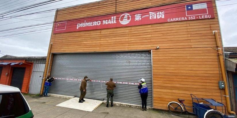 No aprenden: Mall Chino atendía clandestinamente en Lebu pese a cuarentena