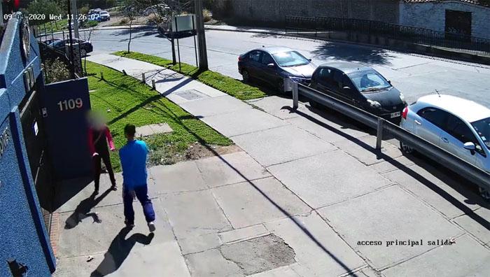Detienen a ciudadano extranjero por golpear a su esposa frente a un cuartel de la PDI