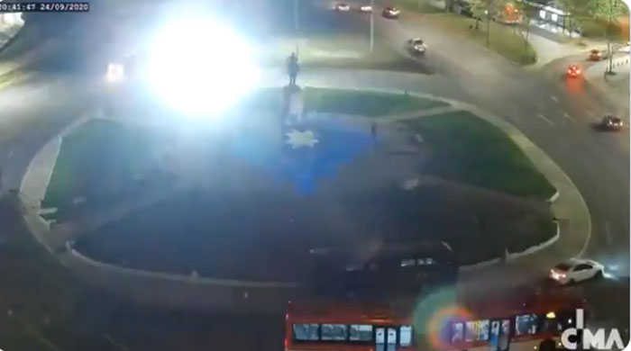 Carabineros frustró intervención artística que estaba autorizada en Plaza Baquedano
