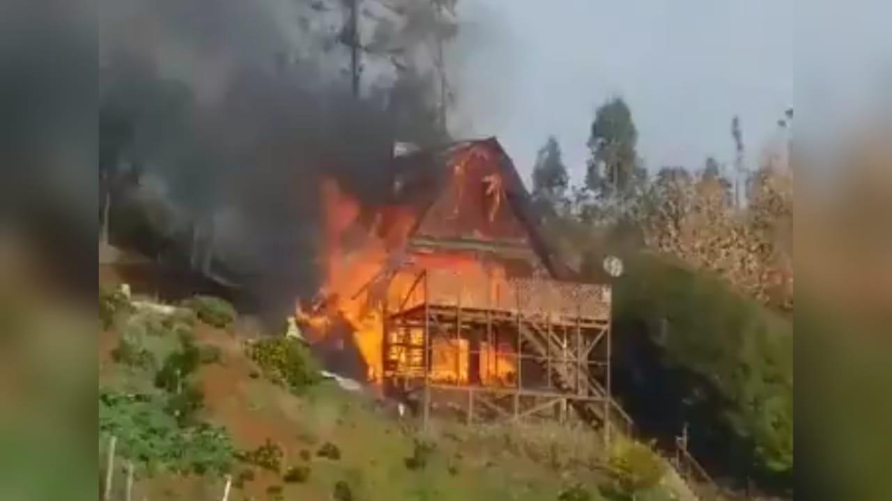 Dos ataques incendiarios marcaron violenta jornada en provincia de Arauco