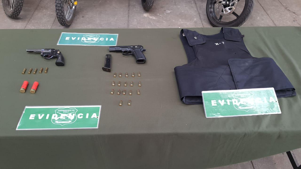 Detienen a sujetos portando armamento en céntrica población de Los Ángeles