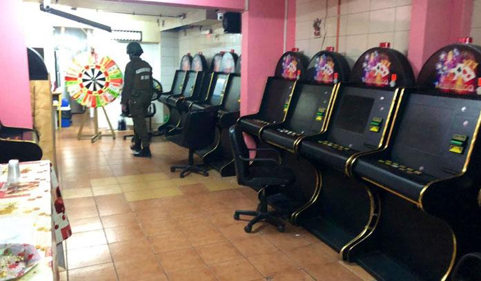 18 detenidos deja allanamiento de casino clandestino: casi todos eran adultos mayores