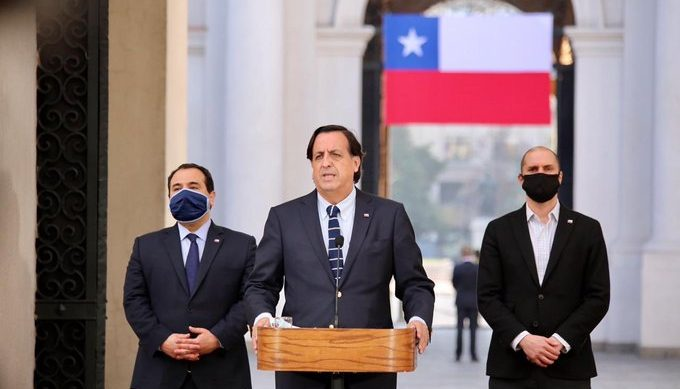 Ministro Pérez respaldó a Carabineros por investigación a generales del Alto Mando tras el 18-O