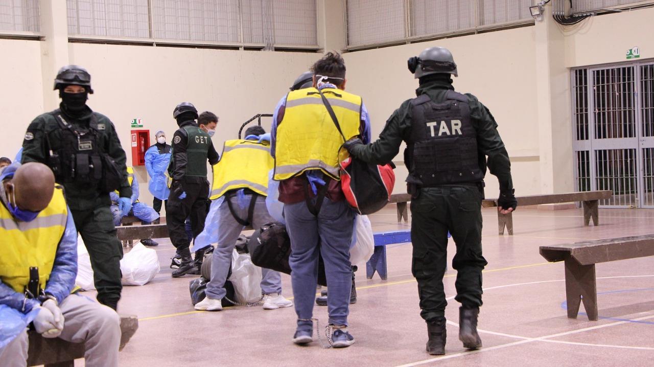Envían 40 reos a cárcel de Concepción desde Santiago 1 y Ex Penitenciaría
