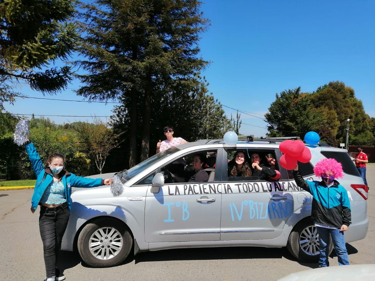 Con simbólica caravana de autos el Colegio Teresiano celebró su aniversario Nº46