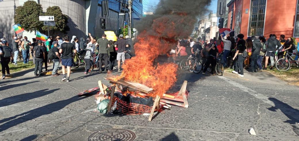 Galería: Cientos de personas se movilizan por Los Ángeles con motivo del 18-O