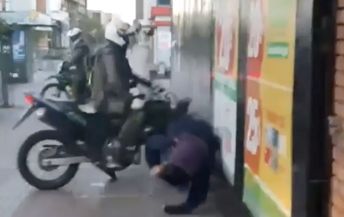 Los Ángeles: Carabineros en moto embistieron a manifestante en marcha del 18-O